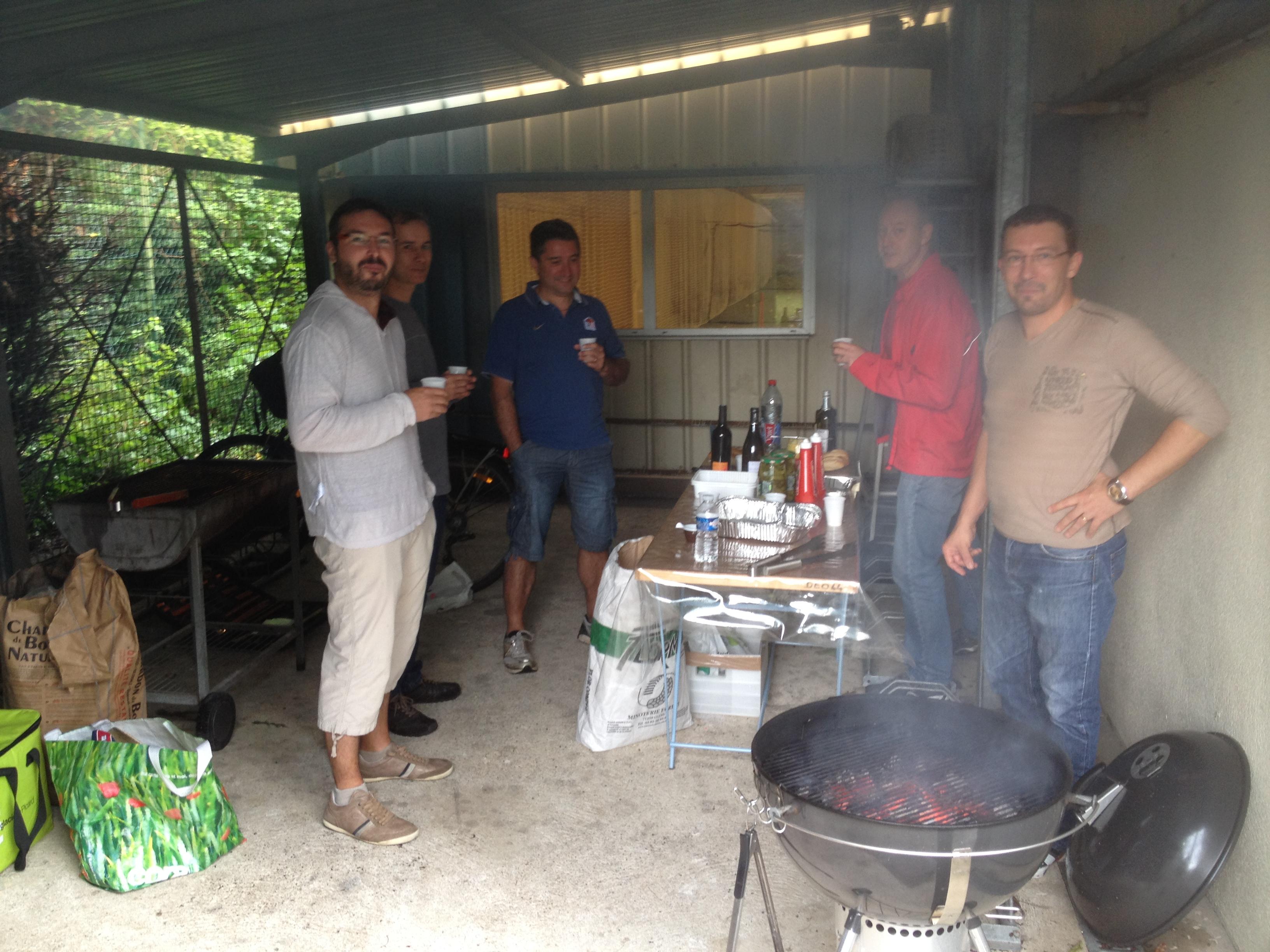 """Les """"hommes"""" au BBQ"""
