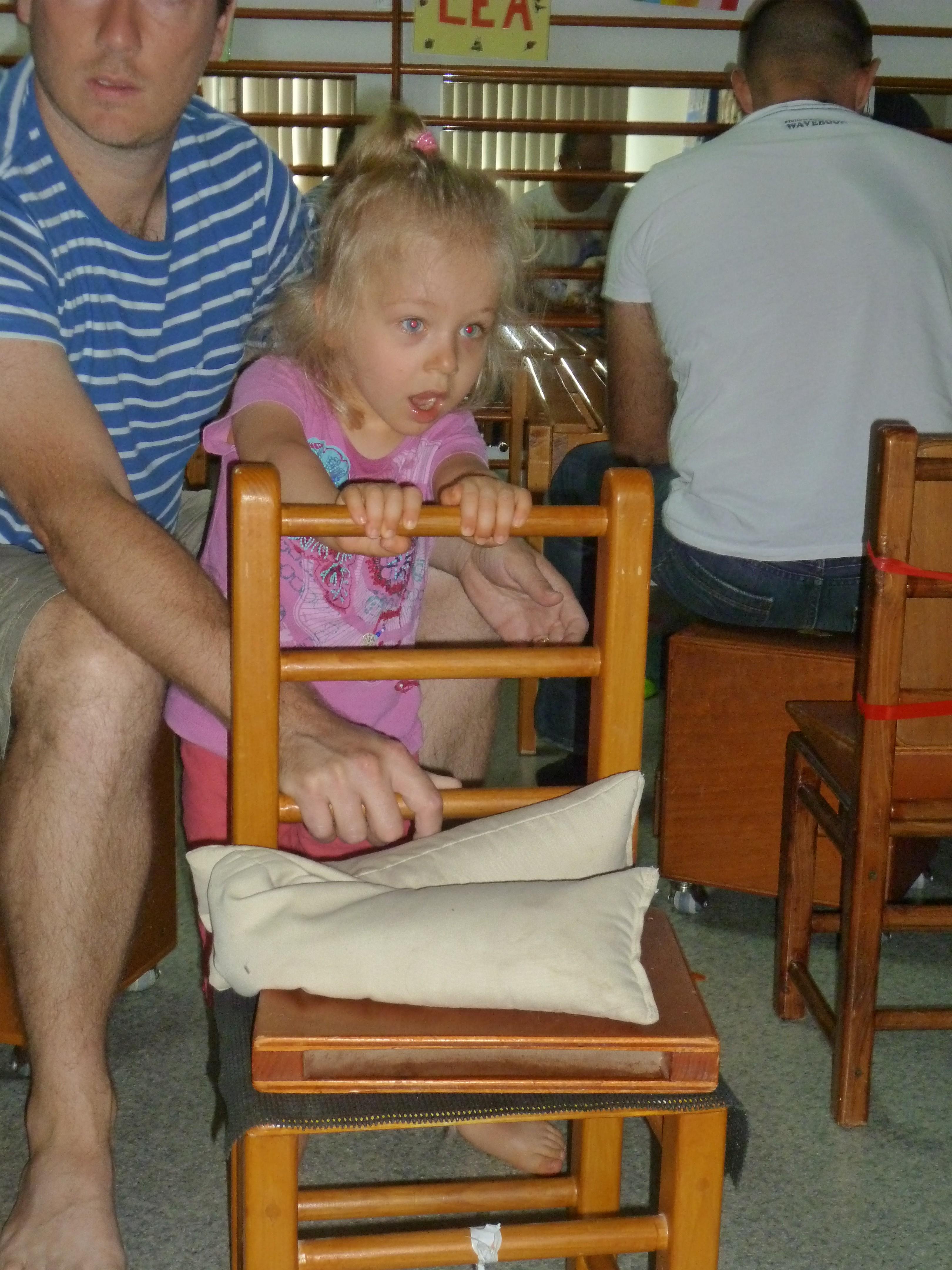 je marche en poussant la chaise